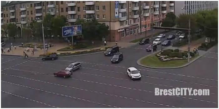 Авария на перекрестке бульвар-Машерова в Бресте 13 августа 2016