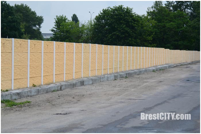 Новый забор с тыльной стороны Тришинского кладбища в Бресте