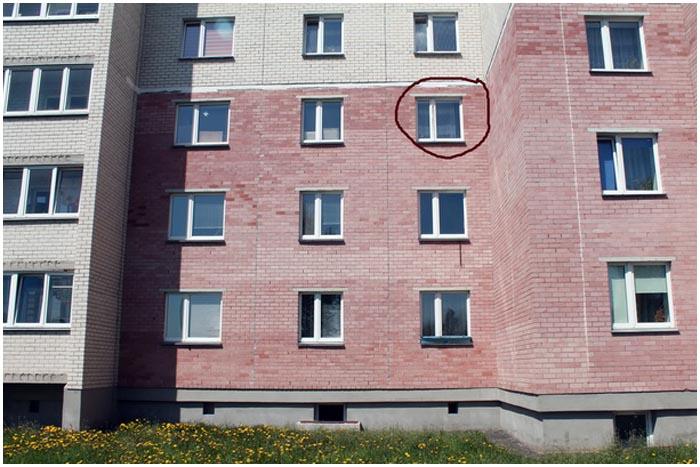 Девочка выпала из окна на третьем этаже в Барановичах