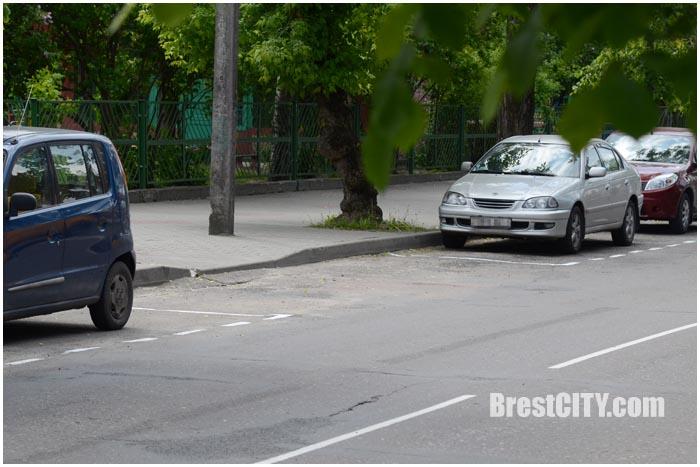 Новая разметка на ул.Орджоникидзе в Бресте. Фото BrestCITY.com
