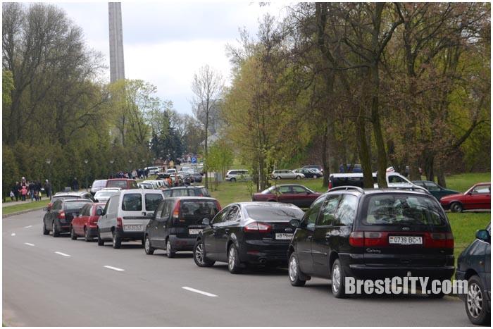 Пасха в Брестской крепости. Машины. Фото BrestCITY.com
