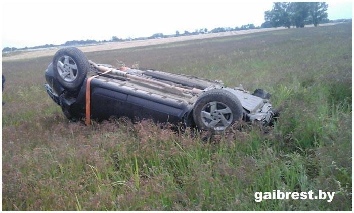 Непристегнутый пассажир выпал из автомобиля Рено и погиб