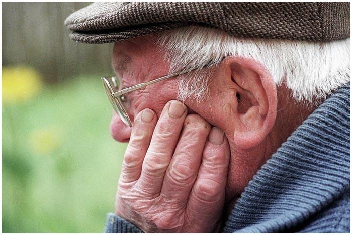 Пенсионер на улице