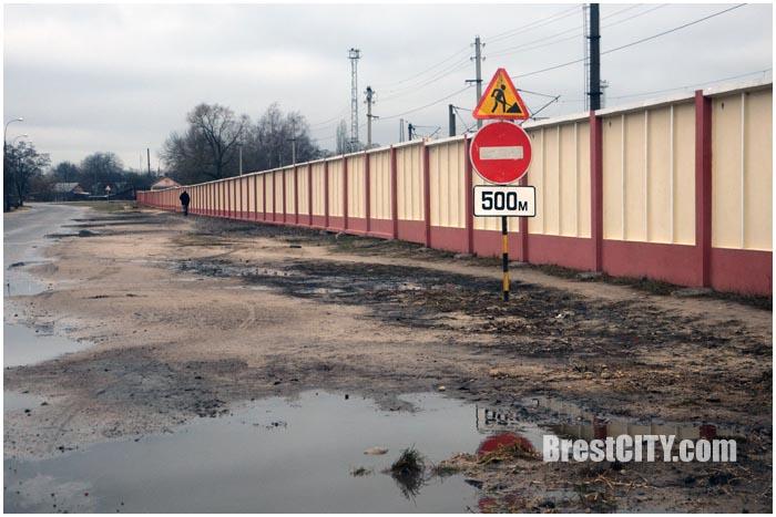 Закрыт переезд по улице Скрипникова в Бресте