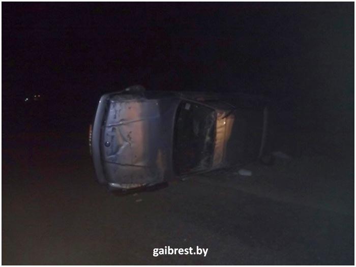 БМВ перевернулся возле деревни Рясно Каменецкого района