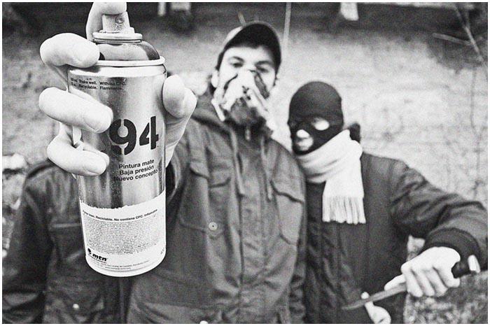 Подростки с газовым баллончиком