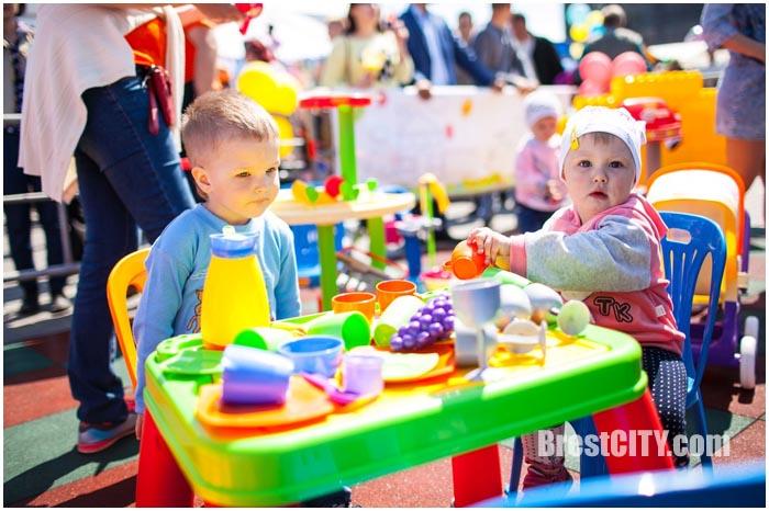 Праздник детских игр и игрушек в Кобрине 5 июня 2016