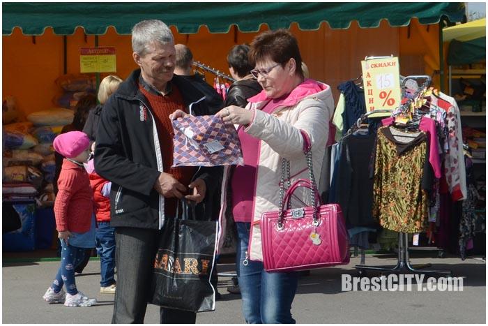 Ярмарка-распродажа в Бресте 16 апреля 2016. Фото BrestCITY.com
