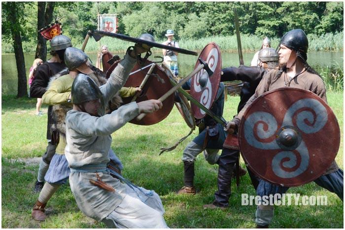 Средневековый быт и баталии