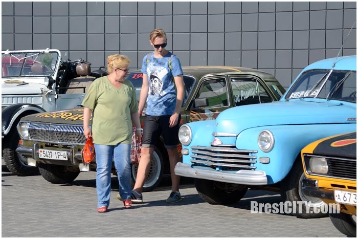 Выставка ретро-техники возле гипермаркета АЛМИ в Бресте. Фото BrestCITY.com