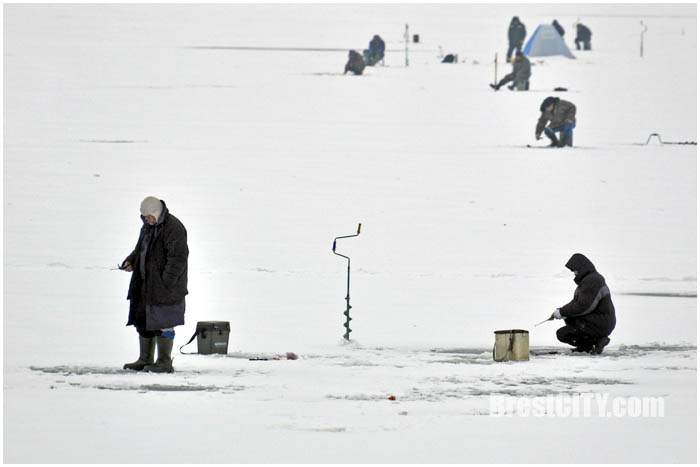 Рыбалка на Гребном канале в Бресте. Фото BrestCITY.com