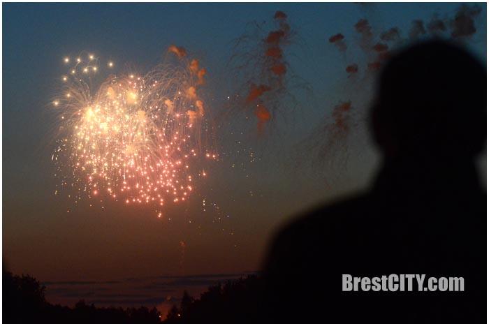 Праздничный салют 9 мая 2016 в Брестской крепости. Фото BrestCITY.com