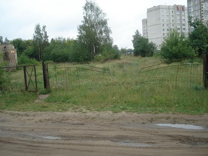 Упала в шахту лифта заброшенного здания в Барановичах