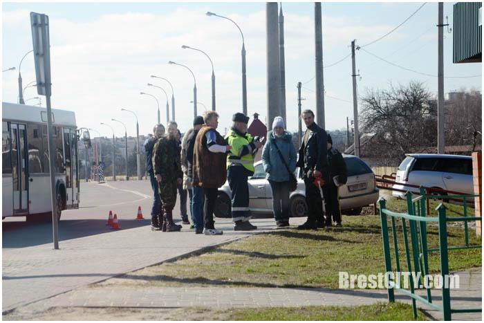 Авария. Автомобиль Шкода на улице Суворова 13 марта