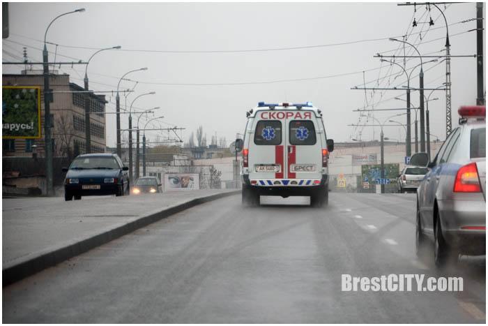 Уступают ли водители скорой в Бресте? Фото BrestCITY.com