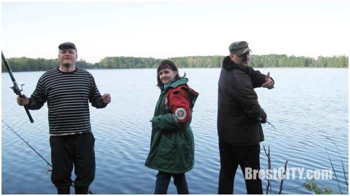 Слет рыбаков-любителей возле Бреста