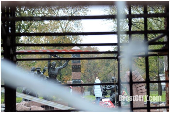 Тереспольские ворота Брестской крепости на реставрации