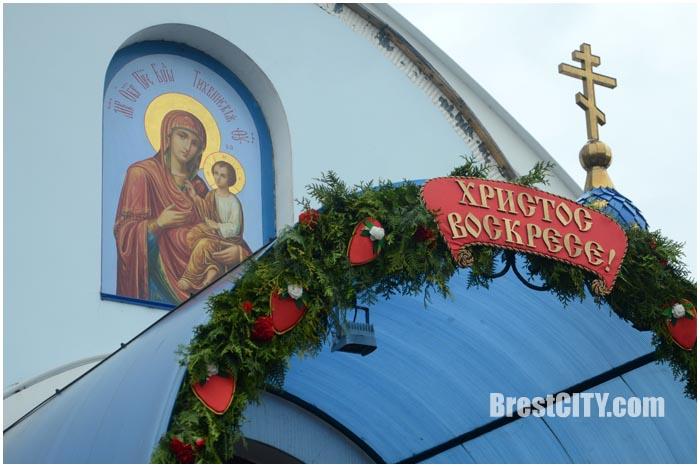 Храм Тихвинской иконы Божьей Матери накануне Пасхи. Фото BrestCITY.com