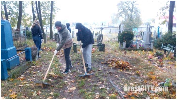 Уборка Тришинского кладбища в Бресте