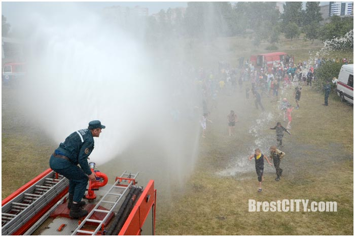 Водная феерия в Бресте возле ЦМТ. Фото BrestCITY.com