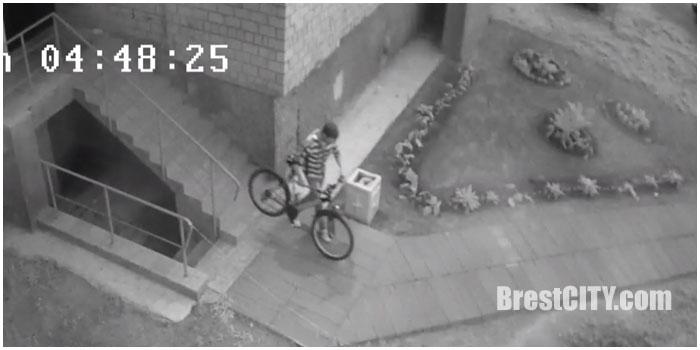 Кража велосипеда у подъезда