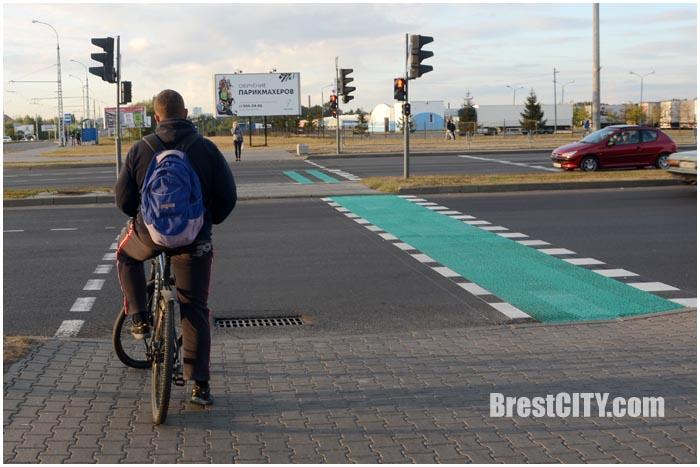Новая разметка и светофор для велосипедистов в Бресте. Фото BrestCITY.com