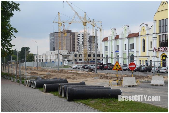 Строительство западного обхода в Бресте. Перекрывают пр.Машерова возле Асстор-Веста. Фото BrestCITY.com