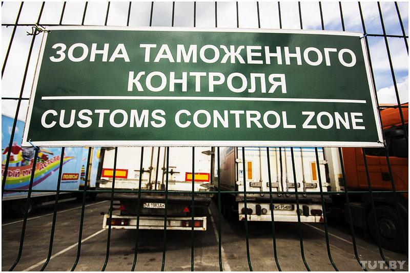 Дальнобойщики в Козловичах на границе