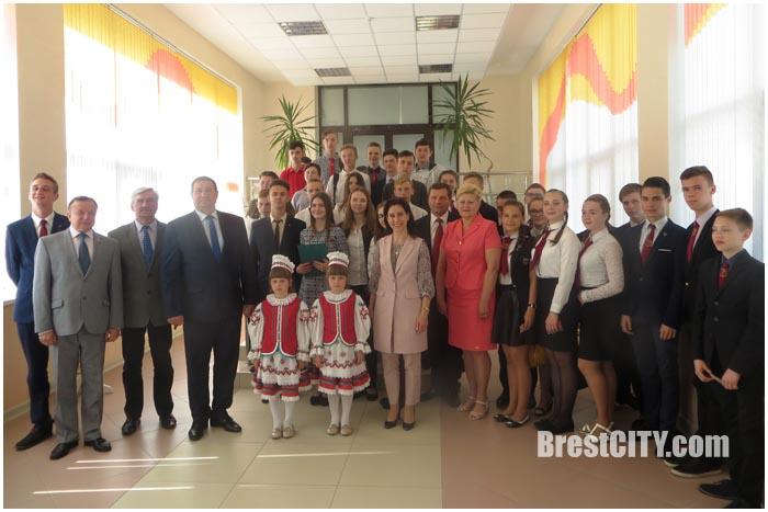 Вручение членских билетов БРСМ в Бресте