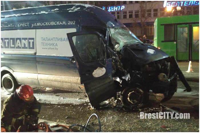 Авария возле ЦУМа в Бресте вечером 6 февраля 2017