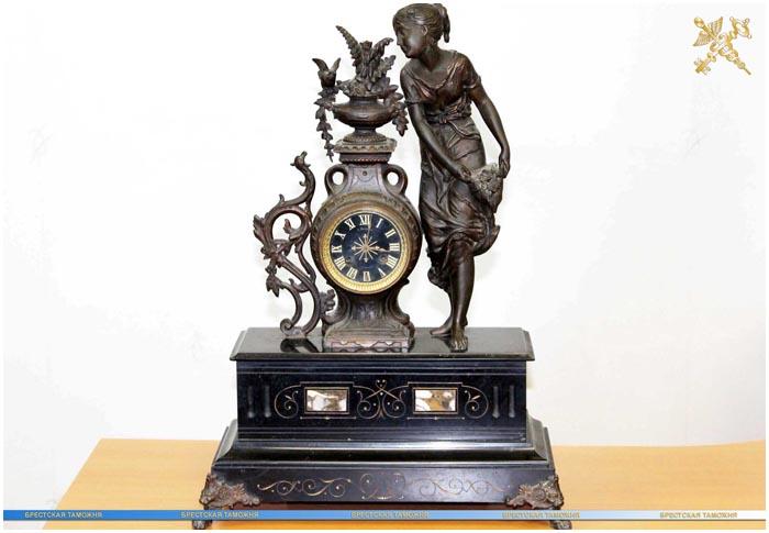 Французские каминные часы изъяты на границе