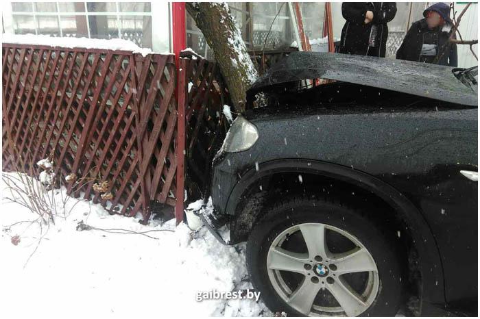 Инфаркт у водителя БМВ. Авария в Южном