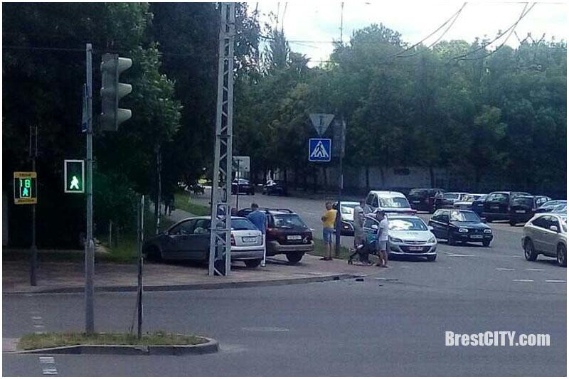 ДТП на улице Янки Купалы в Бресте 21 июня 2017