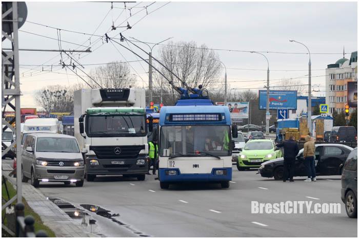 Авария в Бресте с машиной милиции 30 марта 2017. Фото BrestCITY.com