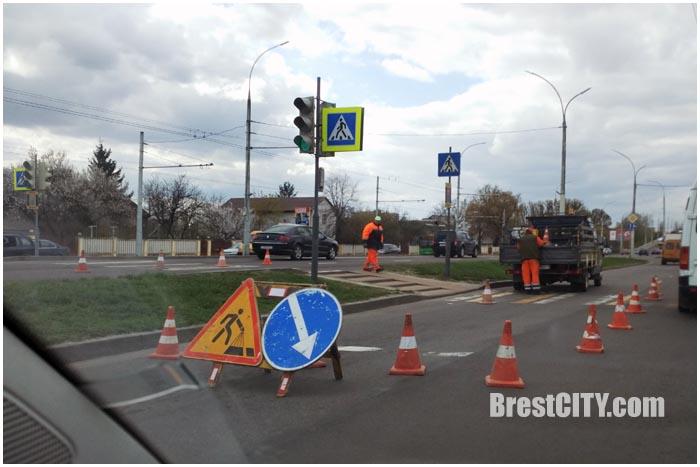 Машина дорожников попала в ДТП возле Кобринского моста