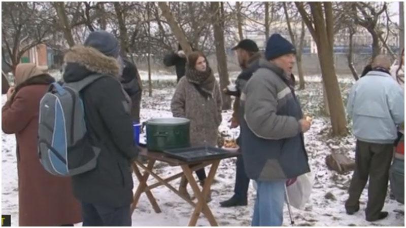 Видео: как волонтеры в Бресте помогают бездомным в морозную погоду