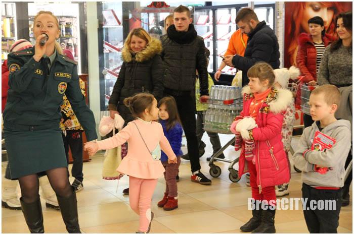 Акция МЧС в Евроопте в Бресте 28 февраля 2017