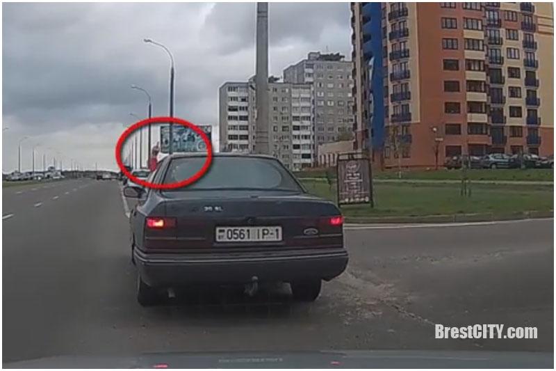 О культуре брестских водителей: средний палец в ответ на сигнальный гудок