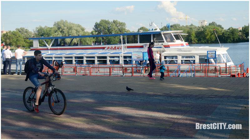 Теплоход Гродно в Бресте. Фото BrestCITY.com