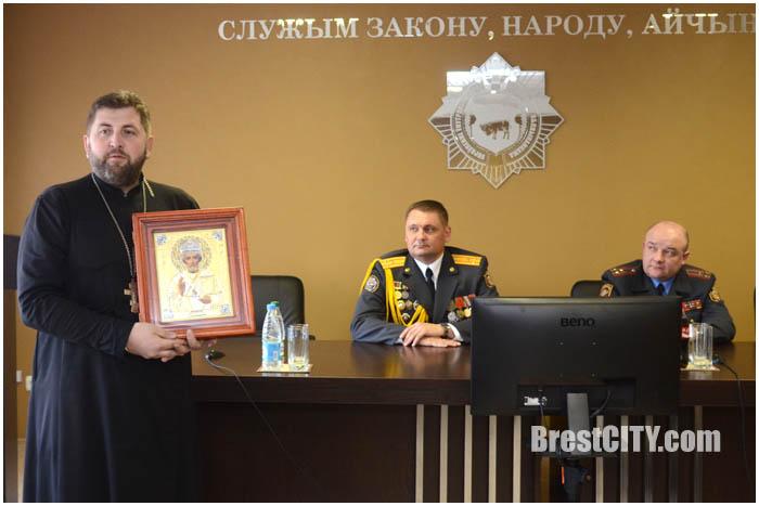 Брестская областная Госавтоинспекция получила в дар икону Николая Чудотворца
