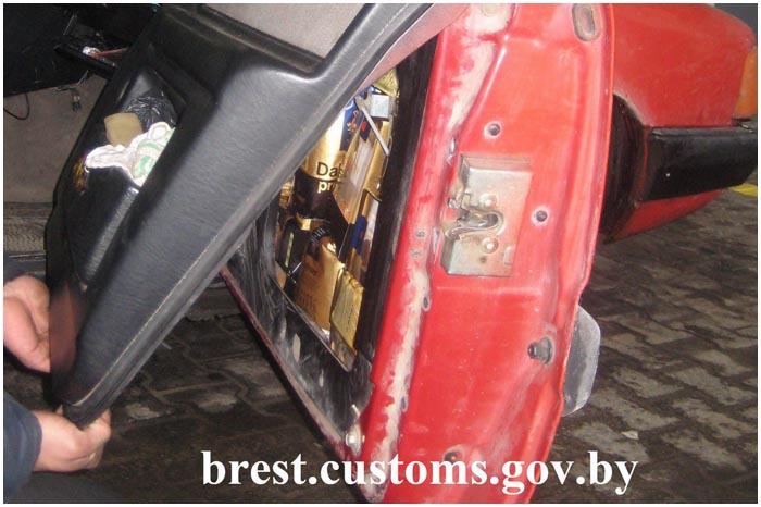 Контрабанда кофе через границу в тайниках машины
