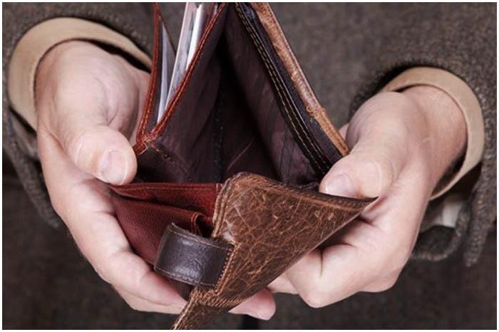 Кошелек с деньгами выхватил у пенсионерки