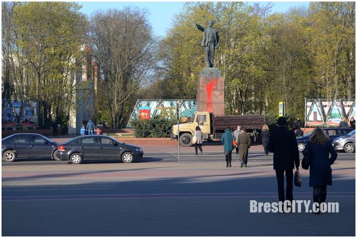 ВБресте монумент  Ленина облили красной краской