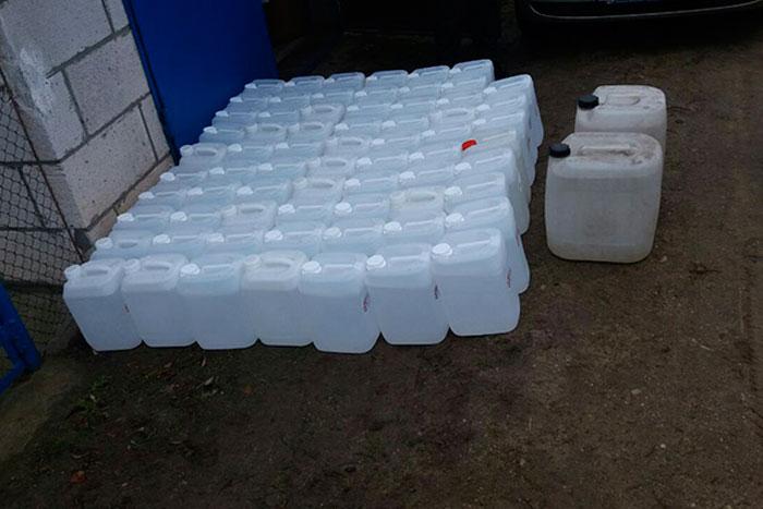 Хотел предложить сельчанам алкоголь. Около тысячи литров спирта изъяли у жителя Брестского района