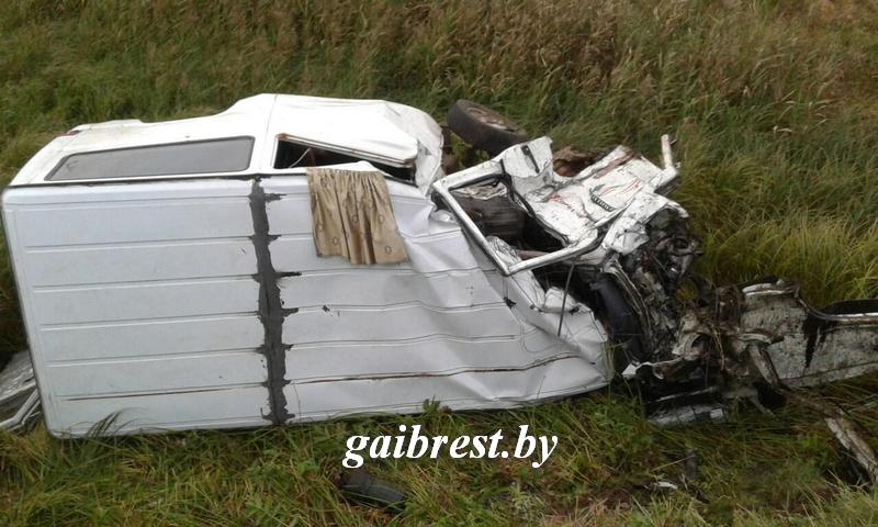 Жуткое ДТП вИвановском районе: Mersedes попал под поезд, погибли маленькие дети