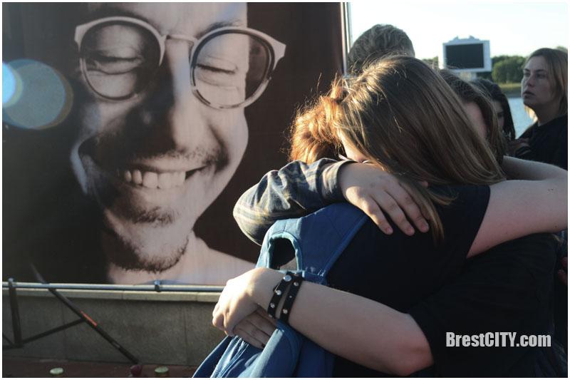 Сотни брестчан пришли на вечер памяти Честера (Linkin Park) на Гребном