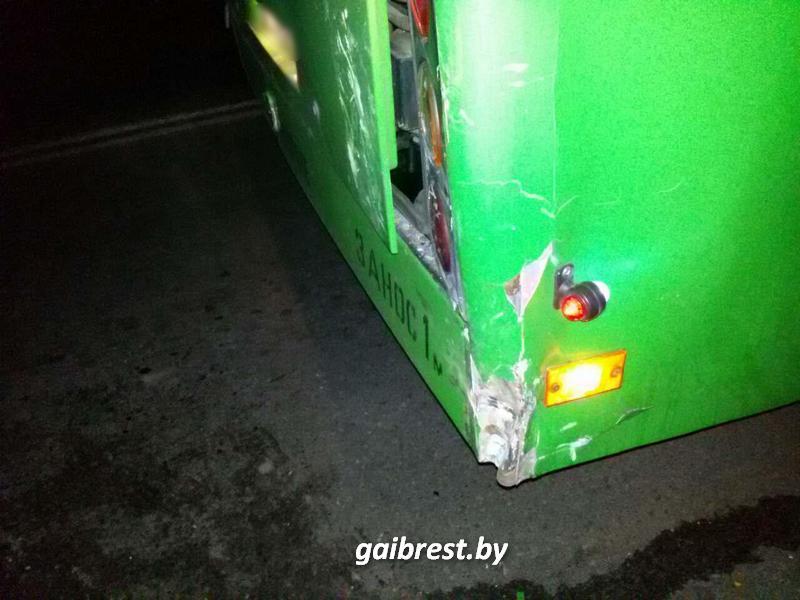 Маршрутка врезалась в автобус
