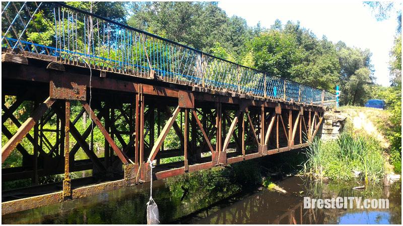 Аварийный мост в деревне Ставы