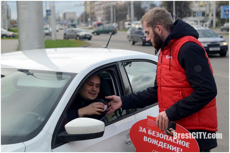 МТС подарил блютуз-гарнитуры для водителей в Бресте