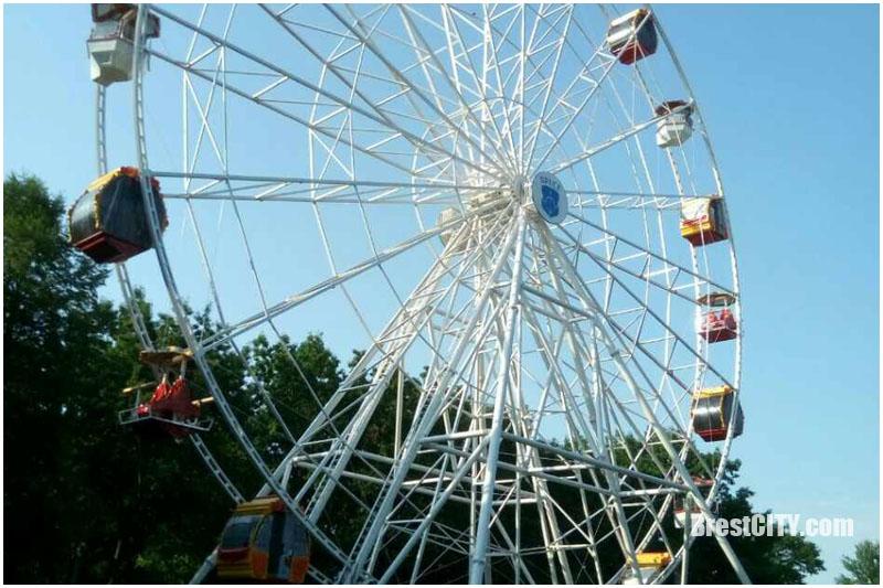 Новое колесо в городском парке Бреста
